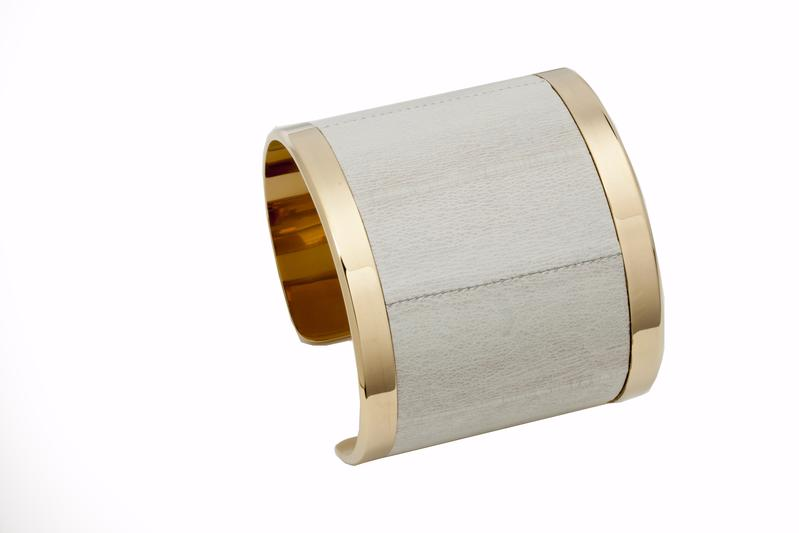Cuff Eel Smoke eel leather / Gold plated frame